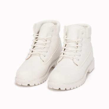 10% på toppsäljande skor hos Nelly.com
